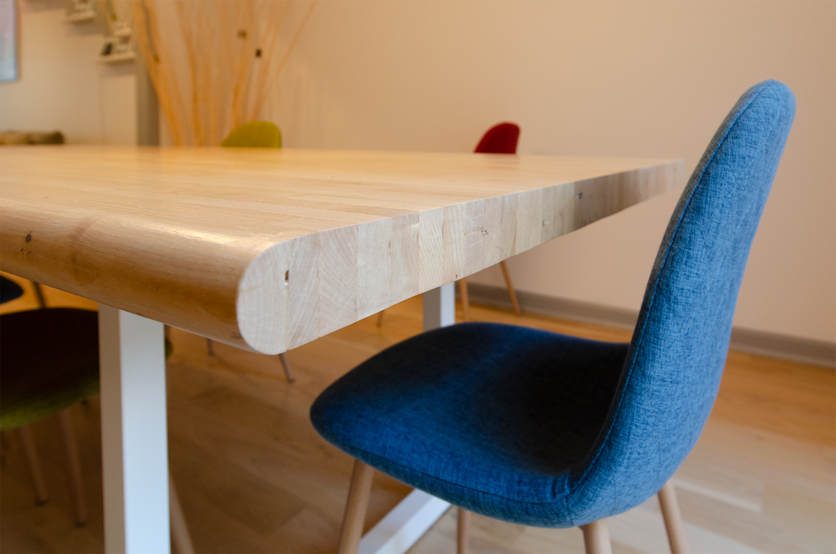 Detail photo of the rounded table lip